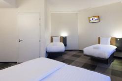 easyhotel amsterdam arena boulevard low budget hotel. Black Bedroom Furniture Sets. Home Design Ideas