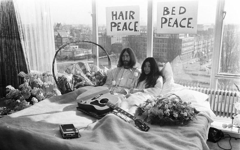 The Beatles Polska: Odnaleziono materiał filmowy słynnego protestu łóżkowego Johna i Yoko